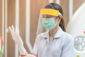 Frisco, TX emergency dentist wears PPE to prepare for appointment in COVID-19